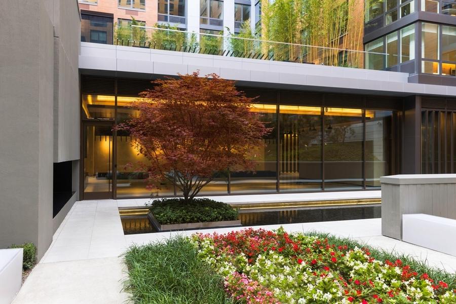 Gotham west courtyard2