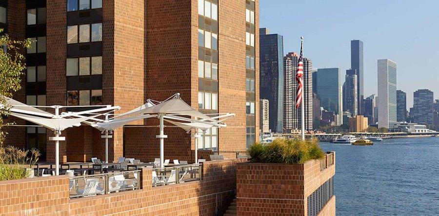 Waterside plaza terrace2