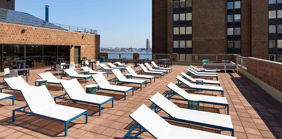 Waterside plaza terrace3