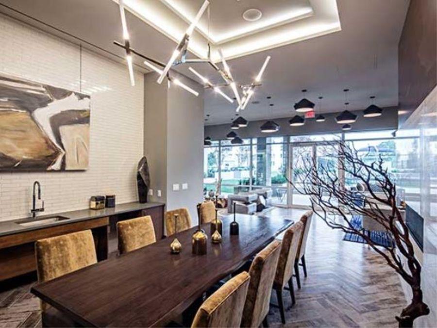 1501 voorhies avenue lounge2