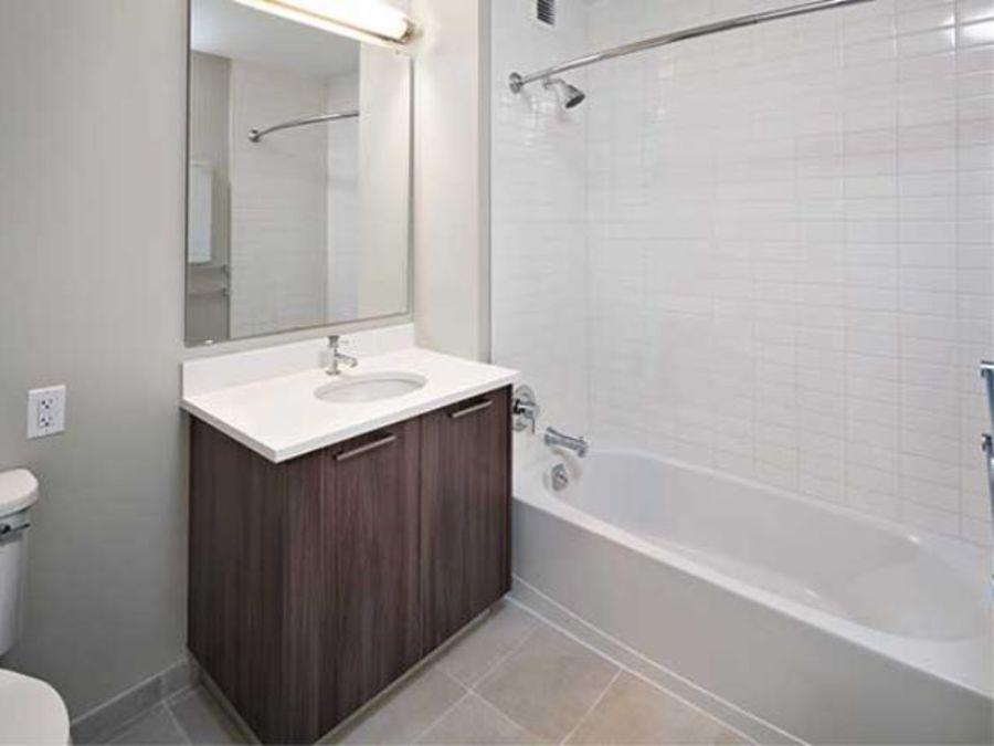 1501 voorhies avenue bathroom1