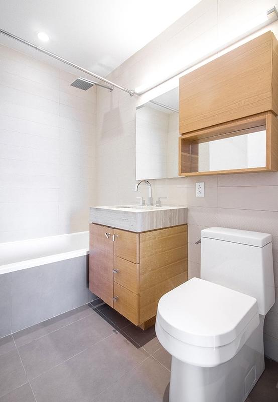 150 fourth avenue bathroom