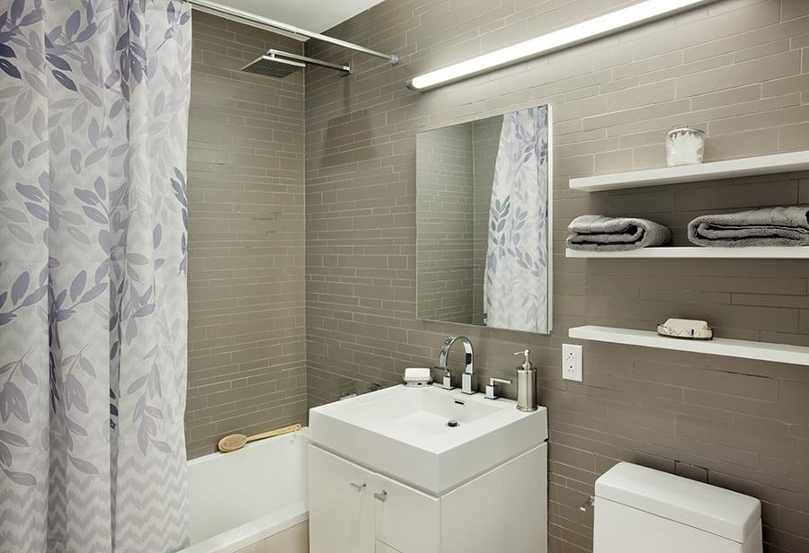 150 fourth avenue bathroom1