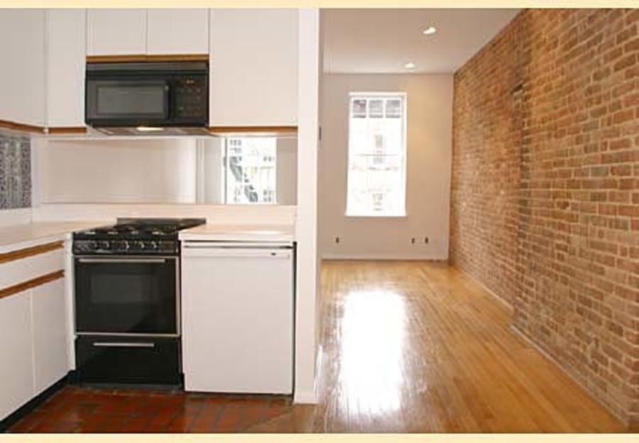 324 east 81st street kitchen living