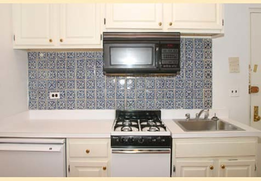 321 east 75th street 1fe 1br 1ba kitchen
