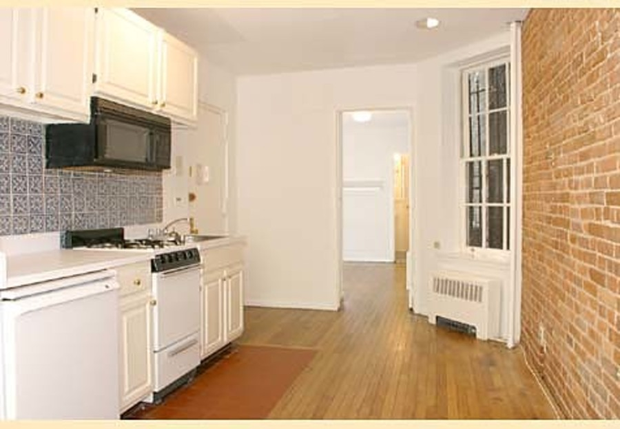 321 east 75th street 1fe 1br 1ba living kitchen