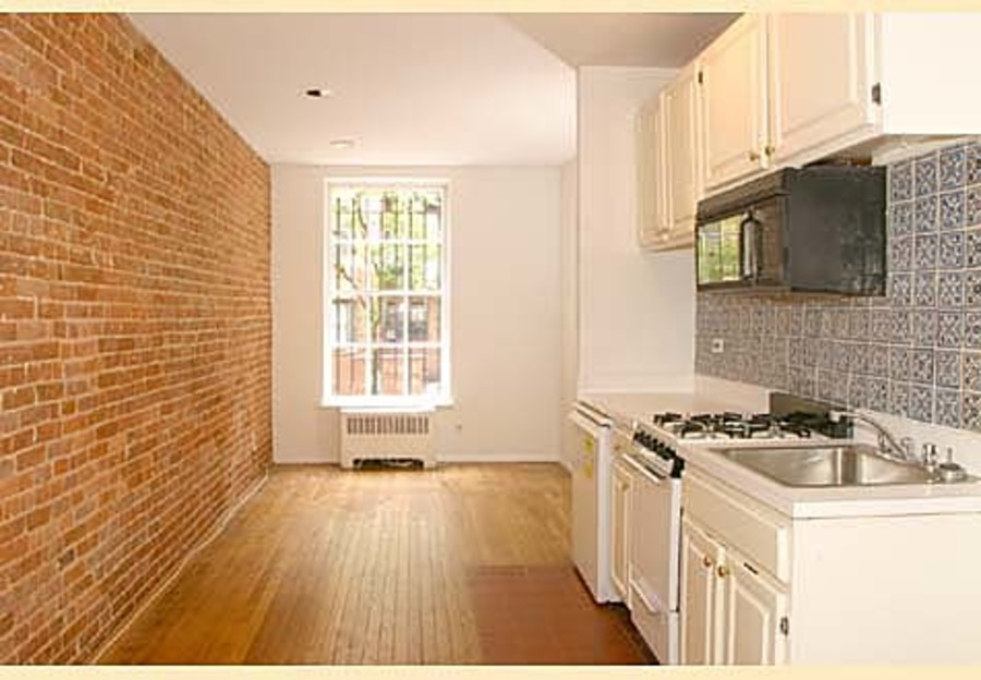 321 east 75th street 1fe 1br 1ba living kitchen2