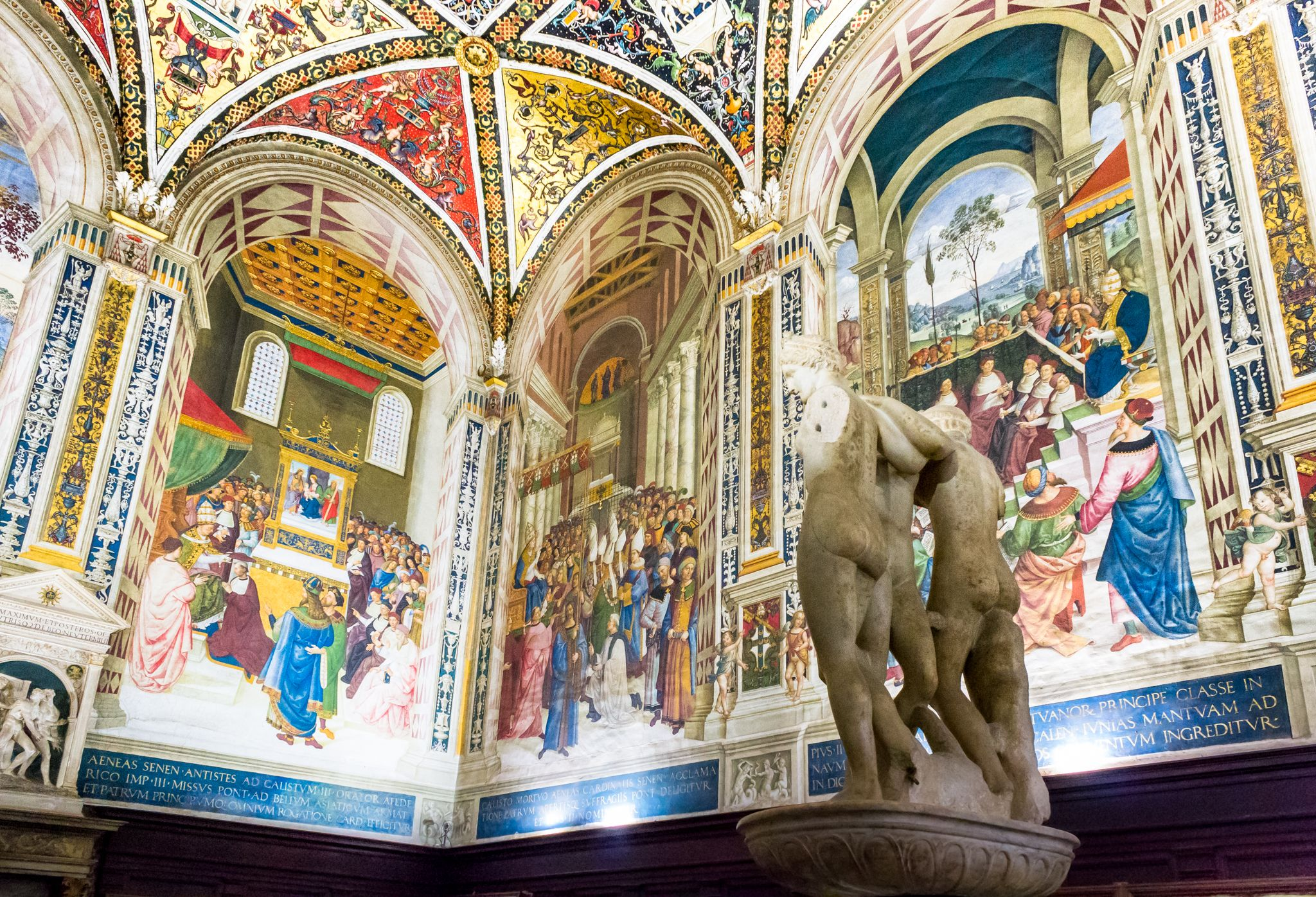 three dimensional views inside the Piccolomini Library, Siena Cathedral
