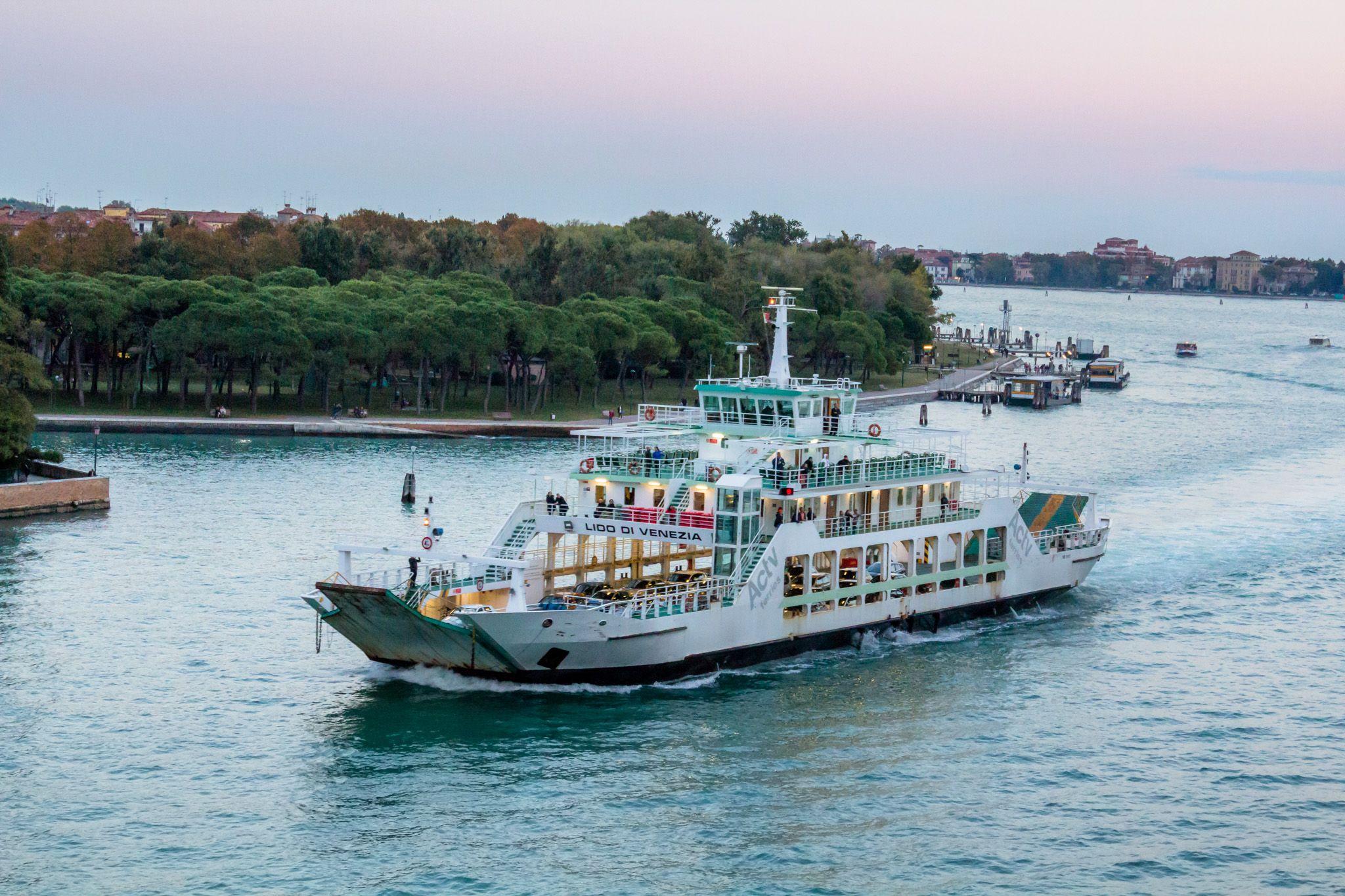 Lido ferry