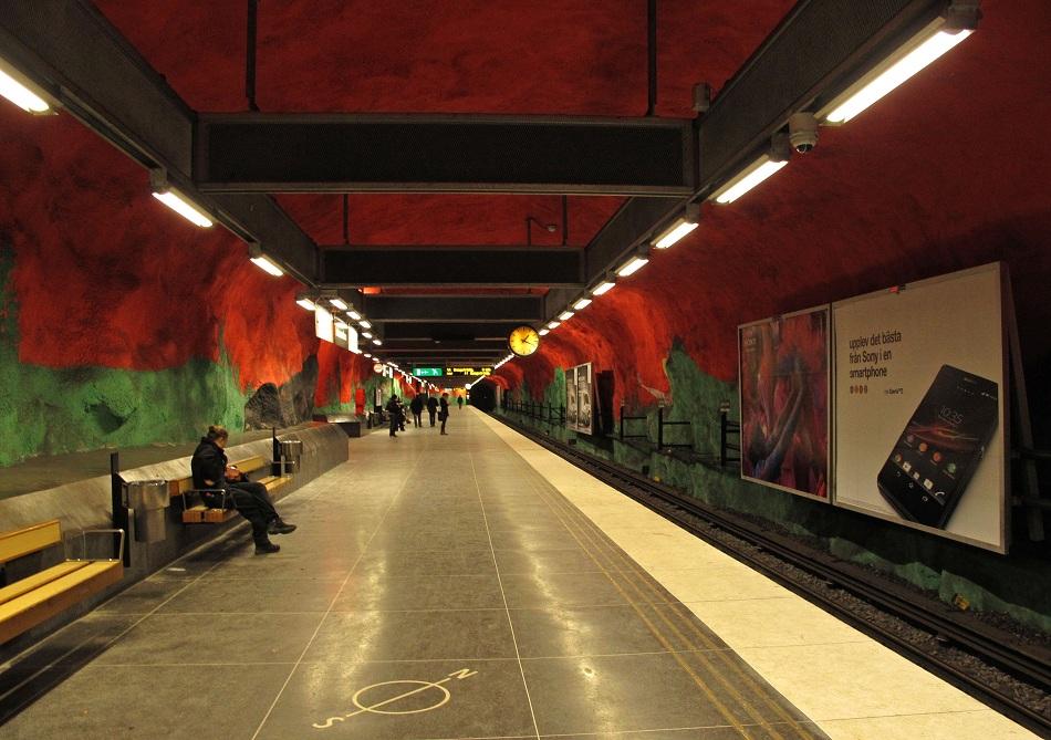 Stockholm-metro-Solna-Centrum-art-gallery