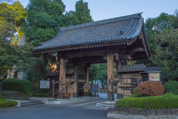 Kuromon or Black Gate of Zöjöji Temple in Minato, Tokyo, Japan