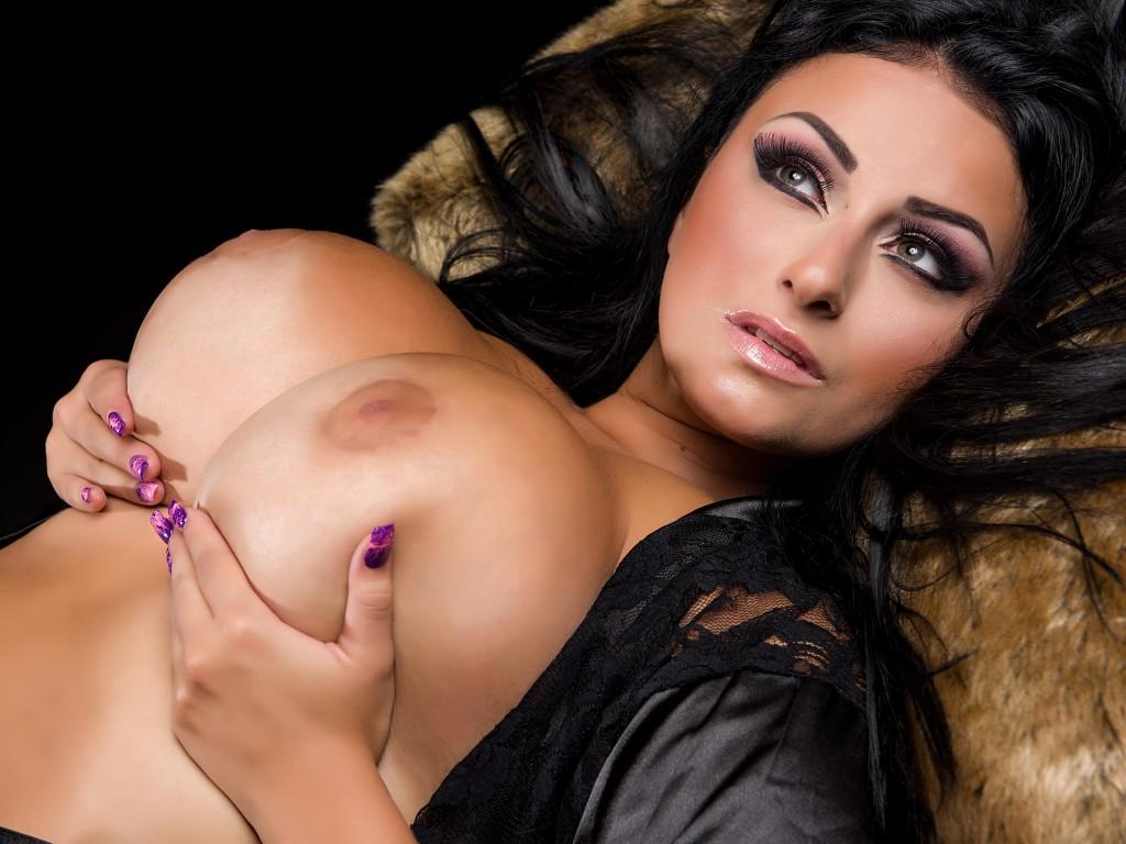 Elecktra23 huge tit BBW webcam babe from MistressWorld