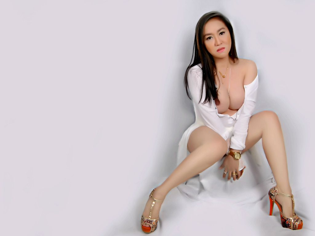 gorgeous Asian cam model MilkShake