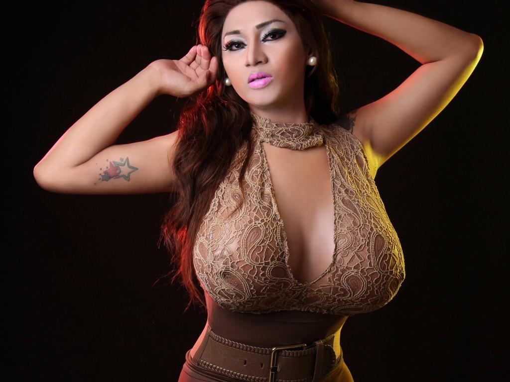 TS Venus Lux Fucks Leah Cortez