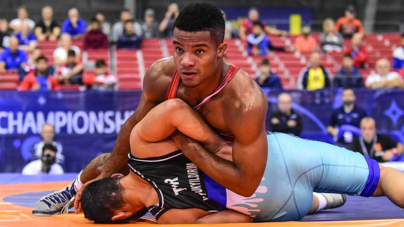 Hall, McKee reach gold medal bouts at Junior World Championships