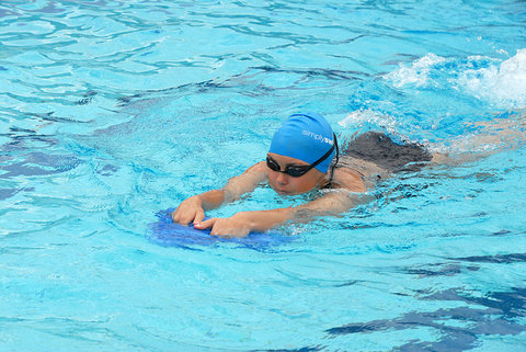 Tips on Keeping your Headphones in While Swimming