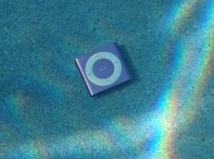 underwater-audio-waterproof-ipod-shuffle-21