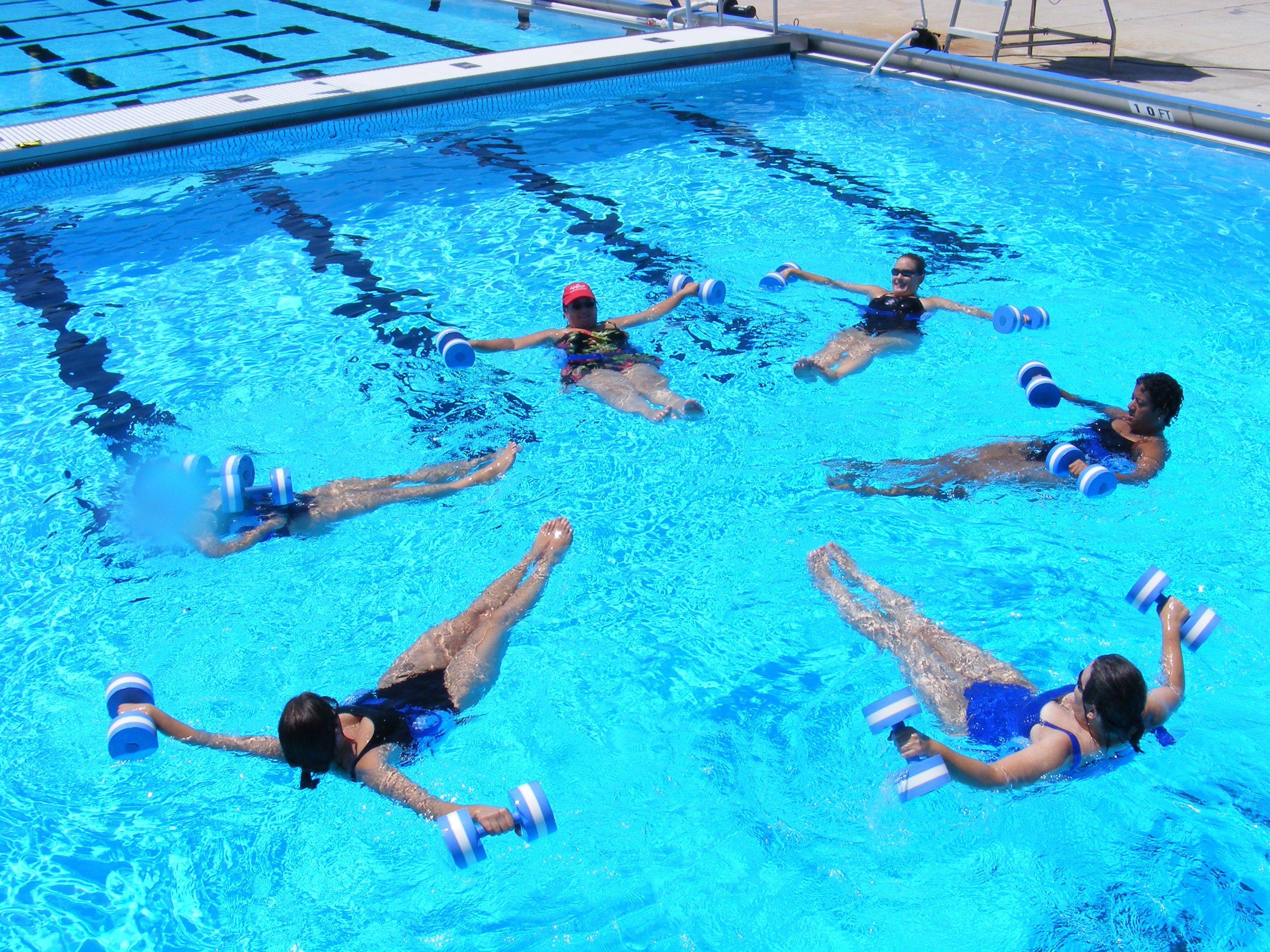 Swimming Pool Exercise : Benefits of water aerobic exercise