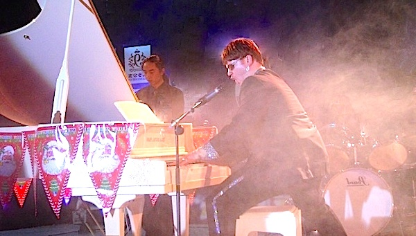 Elton_John_Tribute_Performing_Live