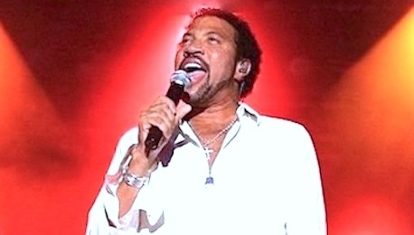 Lionel_Richie_Tribute_Act_Performing_Live