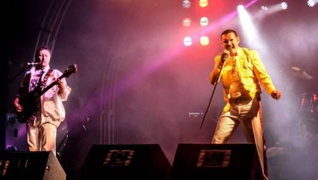Queen_Tribute_Band_Performing_Live