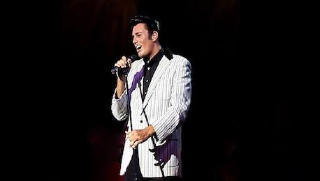 Elvis_Impersonator_Performing_Live