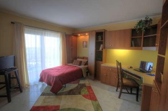 Guest Bedroom - 2 twin size Murphy Beds