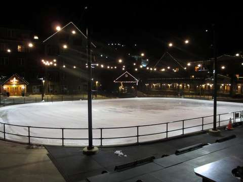 Ice rink on site in winter, the rink turns into a mini golf course in the summertime. Perfect for kids! Literally 30 feet from front door