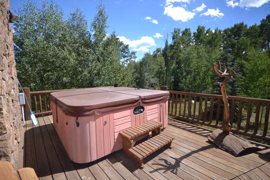 Private hot tub is very secluded