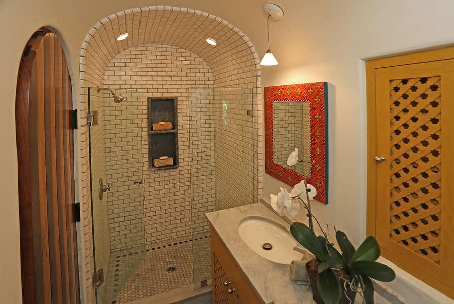 2nd Floor - Master Bathroom