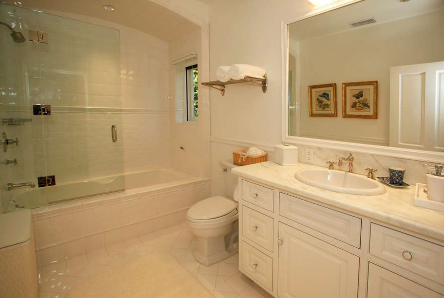 North Guest House Bathroom