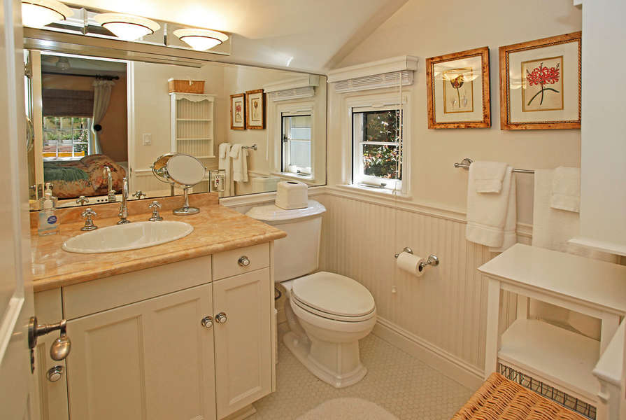 Bathroom in Guest Suite #1