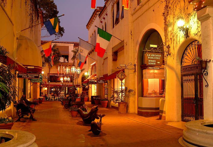 Close to Downtown Santa Barbar