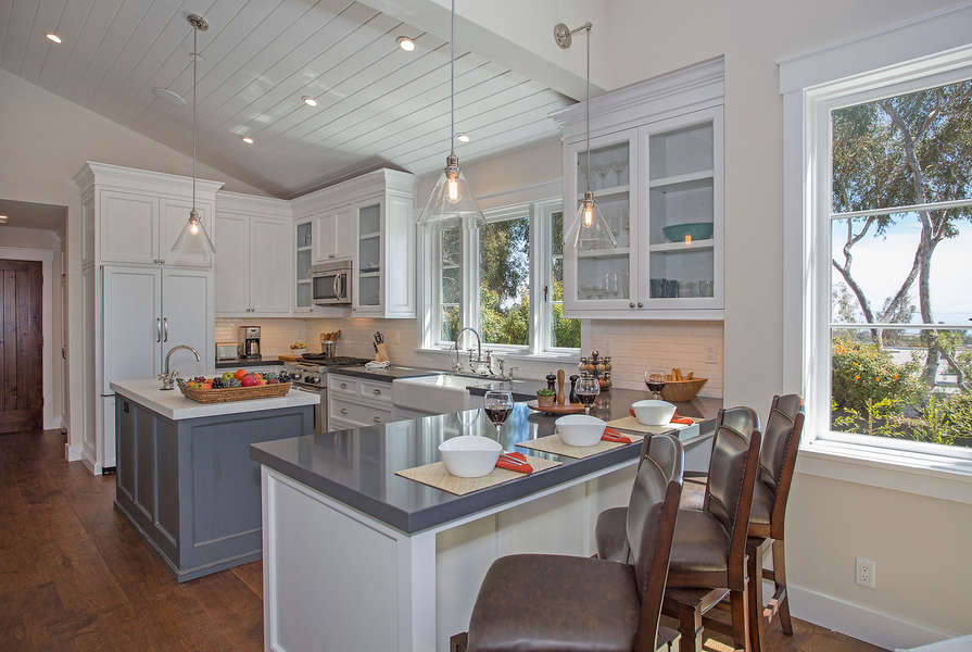 Breakfast Bar seating for 3 in the Casita