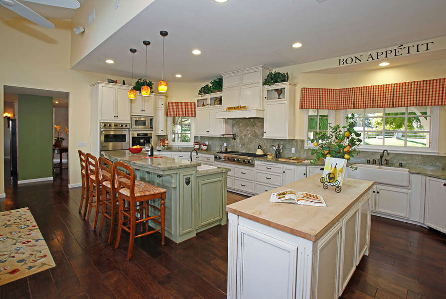 Country Kitchen is spacious and bright