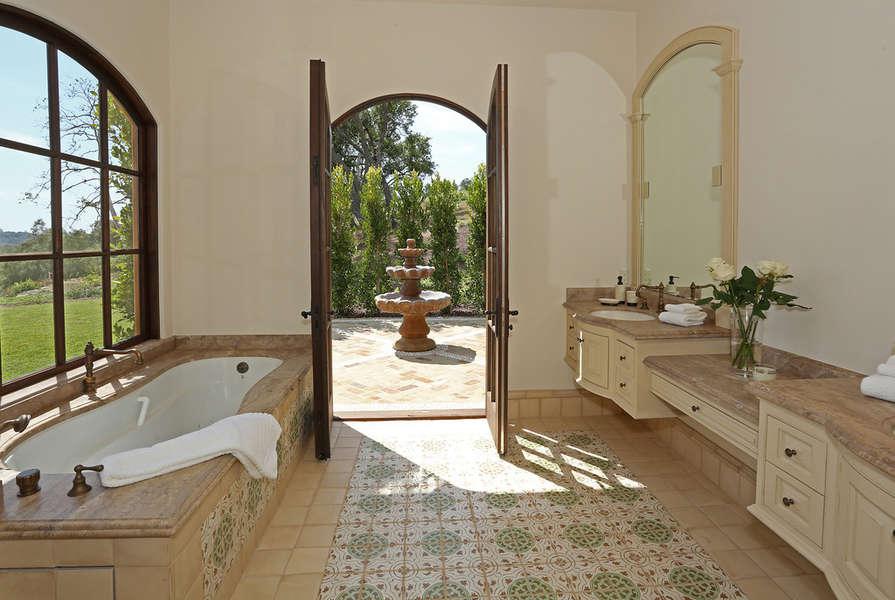 Master Bathroom also has walk-in shower