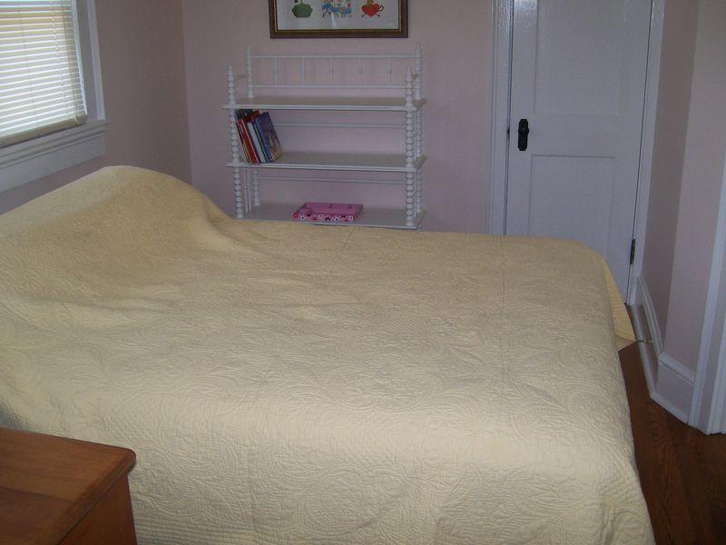 Bedroom 2, view 2
