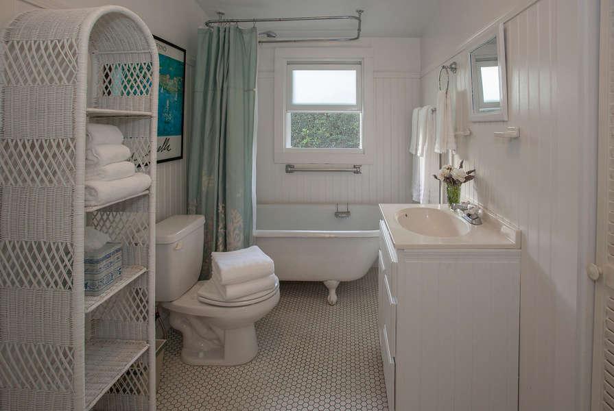 Bathroom w/claw foot tub shower combination