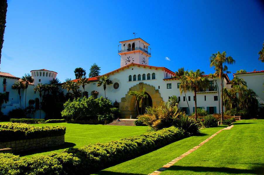 Tour Santa Barbara Courthouse and Sunken Gardens