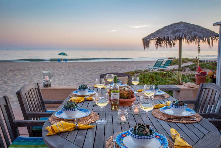 Enjoy dinner al fresco