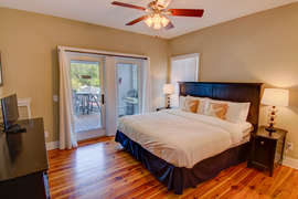 Second Floor Bedroom With King Bed And Private bathroom