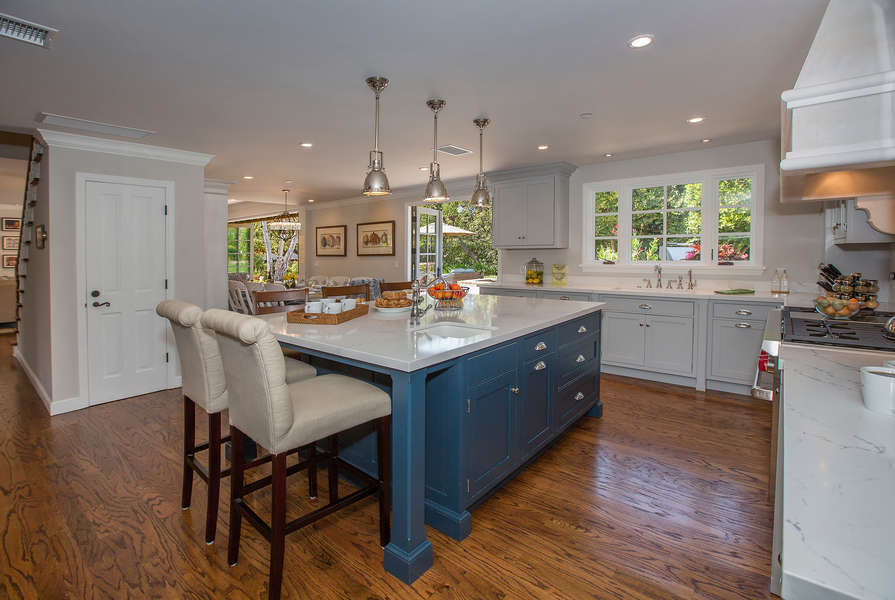 Create wonderful meals in this lovely Kitchen