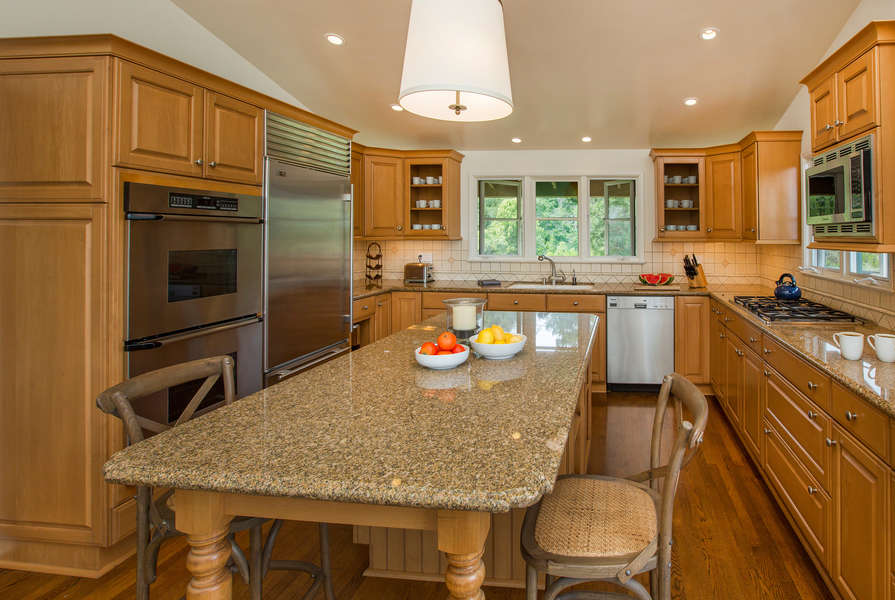 Spacious Kitchen with all the amenities