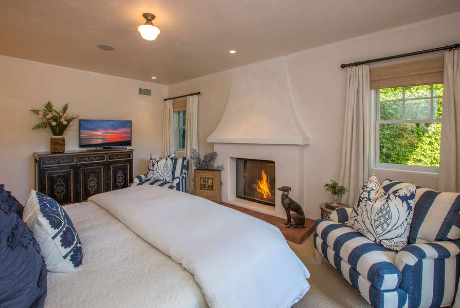 Master Suite with remote control fireplace