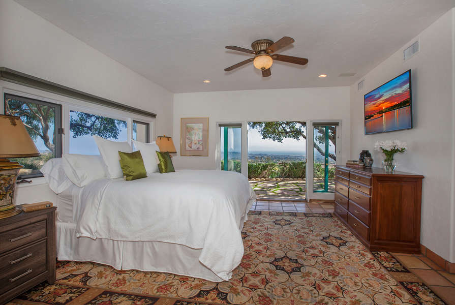 Open the French doors and take in the ocean view!