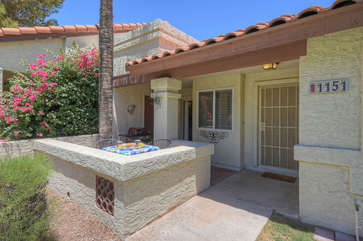 2 BR 2 bath townhome in NE Mesa with recent upgrades awaits your arrival