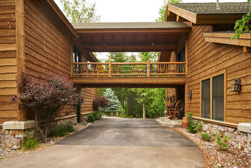 covered walkway to Walkway to the apartment -Star View Lodge