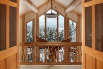 Guest bedroom, upstairs veranda and french doors - Star View Lodge