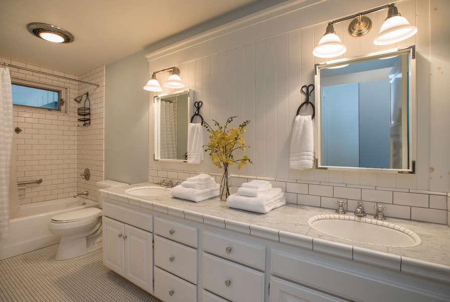Bathroom #2 w/dual sinks