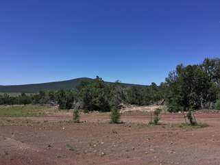 Pristine mountain views with Pinyon-juniper woodlands nearby will appeal to the avid birdwatcher, hiker or outdoor enthusiast